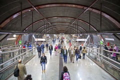 MADRID, SPANIEN - 28. MAI 2014: Uhr, Rohr, U-Bahnhof Stockfotografie