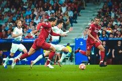 Madrid Spanien - 01 MAJ 2019: Heung-minut son och Virgil van Dijk under den UEFA Champions Leaguefinalmatchen 2019 mellan FC royaltyfria foton