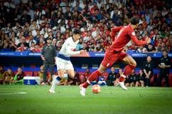 Madrid Spanien - 01 MAJ 2019: Heung-minut son och Virgil van Dijk under den UEFA Champions Leaguefinalmatchen 2019 mellan FC royaltyfri bild