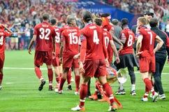 Madrid Spanien - 01 MAJ 2019: Virgil van Dijk och Liverpool spelare firar deras segra av UEFA Champions League 2019 efter royaltyfria bilder
