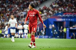Madrid Spanien - 01 MAJ 2019: Virgil van Dijk spelare under den UEFA Champions Leaguefinalmatchen 2019 mellan FC Liverpool vs royaltyfri fotografi