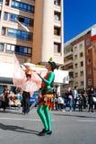 Madrid Spanien, mars 2nd 2019: Karnevalet ståtar, medlemmar av Tabarilea Percusion att jonglera royaltyfria foton