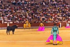 MADRID SPANIEN - SEPTEMBER 18: Matador och tjur i tjurfäktning på S Arkivfoto