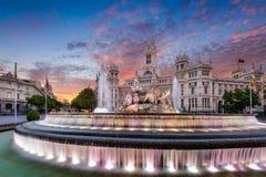 Madrid Spanien springbrunn och slott Royaltyfria Bilder