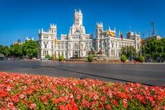 Madrid, 27,2015 Spanje-Mei: Cibelespaleis en fontein in Pla stock foto's