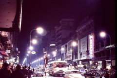 MADRID, SPANJE: NACHT VAN `-LA AVENIDA DE JOSE ANTONIO ` A WORDT GESCHOTEN DIE K A ` LA GRAN VIA, ` MADRID ` S MAIN STREET IN DEC Royalty-vrije Stock Foto