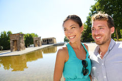 Madrid turist- par vid templet av Debod Arkivfoton
