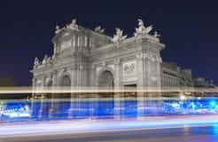 Madrid vid natt alcala de port historisk lokaliserad madrid puerta spain spain Royaltyfria Foton