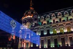 Madrid am Weihnachten Nachtansicht des Metropolengebäudes MAs stockbild