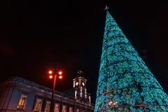 Madrid am Weihnachten Rathaus und die berühmten Puerta del Sol -Clo stockfotos