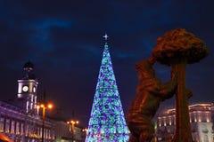 Madrid am Weihnachten Rathaus und die berühmten Puerta del Sol -Clo lizenzfreies stockbild