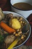 Madrileno el guisado cocinó, del garbanzo y de la carne, cuisin español típico imagen de archivo libre de regalías