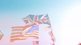 Madrugada británicos Union Jack y banderas americanas de los Estados Unidos