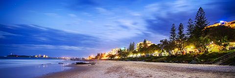 Madrugada de la playa de Scarbourough en la salida del sol imágenes de archivo libres de regalías
