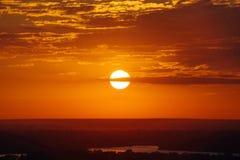 Madrugada de la salida del sol en Ucrania fotografía de archivo