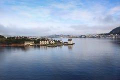 Madrugada en Alesund (Noruega) Foto de archivo libre de regalías