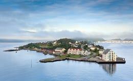 Madrugada en Alesund (Noruega) Fotos de archivo libres de regalías