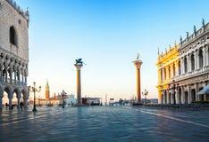 Madrugada en el cuadrado de San Marco, Venecia, Italia Imagen de archivo libre de regalías