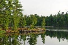 Madrugada en el lago Ottertrack fotos de archivo libres de regalías
