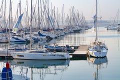 Madrugada en el puerto deportivo del yate en el recinto del puerto de Durban, ofreciendo la embarcación de recreo Imagen de archivo