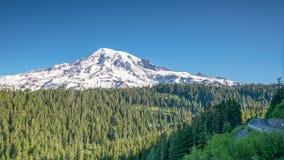 Madrugada en el punto de la inspiración, el Monte Rainier, Foto de archivo libre de regalías