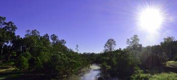 Madrugada en el río de un interior en Queensland central, Australia Fotografía de archivo