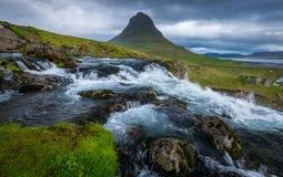 Madrugada en Kirkjufell, Islandia Foto de archivo