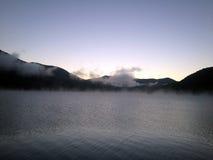 Madrugada en las montañas de Georgia Foto de archivo libre de regalías