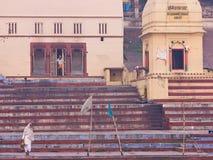 Madrugada en Varanasi en el río el Ganges, la India Imagen de archivo