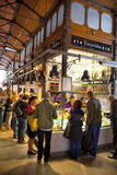 MADRYT HISZPANIA, MAJ, - 28, 2014 Mercado San Miguel rynek, sławny jedzenie rynek w centre Madryt Zdjęcie Stock