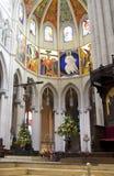 MADRYT HISZPANIA, MAJ, - 28, 2014: Złoty ołtarz w Santa Maria losu angeles Reala De Los Angeles Almudena katedrze, Madryt, Hiszpa Fotografia Stock