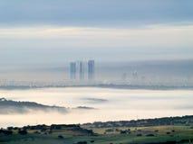 Madryt linia horyzontu od północy z Cuatro Torres Biznesowym terenem w budowie obraz stock