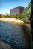 MADRYT LIPIEC 1, 2014: Manzanares rzeka, most i Ribera d, Zdjęcia Royalty Free