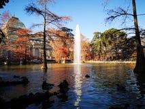 Madryt parka jeziora wody odbicia miastowy otom obrazy stock