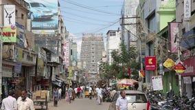 MADURAI, ИНДИЯ - МАРТ 2013: Богато украшенный фасад индусского виска сток-видео