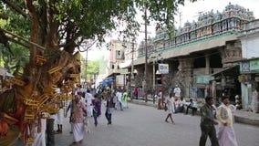 MADURAI, ИНДИЯ - МАРТ 2013: Сцена оживленной улицы сток-видео