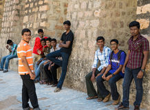 MADURAI INDIA, LUTY, - 16: Niezidentyfikowani młodzi człowiecy są stan Zdjęcie Stock
