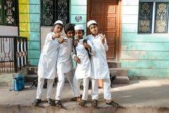23 Madurai Luty 2018, India, indyjscy muzułmańscy ucznie żartują pozować wewnątrz outdoors Obraz Stock