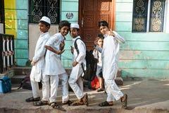 23 Madurai Luty 2018, India, indyjscy muzułmańscy ucznie żartują pozować wewnątrz outdoors Obraz Royalty Free