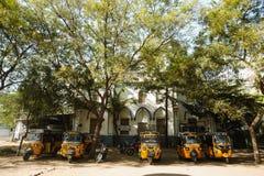 23 Madurai Luty 2018, India, indyjski tuku tuku riksza parking Zdjęcia Royalty Free
