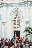 23 Madurai Luty 2018, India tłum indyjscy chrześcijanie ono modli się w świętego ` s Maryjnym Katolickim Katedralnym kościół Zdjęcia Royalty Free