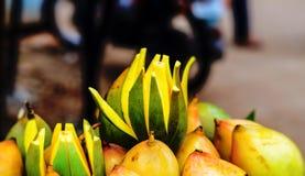 Madure los mangos para la venta Imágenes de archivo libres de regalías