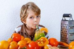 Znalezione obrazy dla zapytania dziecko ze smoothie
