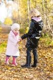 Małe dziewczynki jest ubranym gumowych buty Fotografia Royalty Free