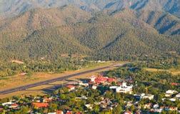 Mae Hong Son机场鸟瞰图。 免版税库存照片