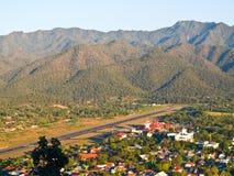 Mae Hong Son机场鸟瞰图  库存图片