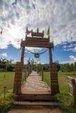 Mae Hong Son-provincie, Noordelijk Thailand op 19,2017 November: Su Tong Pae Bridge, de bamboebrug van geloof over de padievelden royalty-vrije stock foto