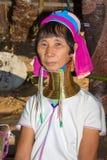 Retrato de las mujeres largas de la tribu de la colina del cuello de Karen Fotos de archivo