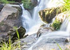 Mae Klang Waterfall en Chiang Mai Province, Doi Inthanon Thaïlande Images libres de droits