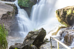 Mae Klang Waterfall i Chiang Mai Province, Doi Inthanon Thailand Royaltyfri Bild